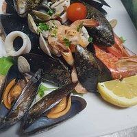 Insalata di mare tiepida e tanto altro pesce fresco