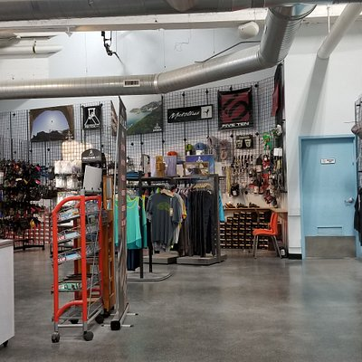 large entry area with shop