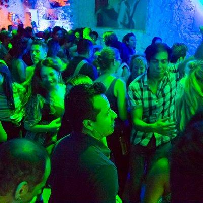 Cada viernes noche, concierto de Salsa music.