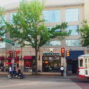 Vis à Vis Uptown Dallas & the Uptown Trolley