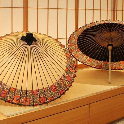 京都和傘屋辻倉の店内ディスプレイです