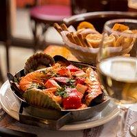 Cazuela de mariscos, ideal para acompañarla con vino blanco