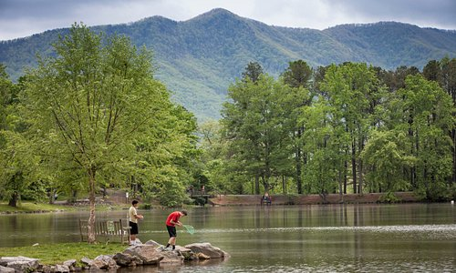 Soak in the views of the Seven Sisters Mountains as you take a stroll at Lake Tomahawk Park in Black Mountain. The park features a level half-mile walking trail around the lake.