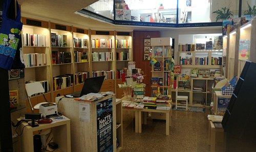 Una piccola fornita libreria ove sentirsi a casa