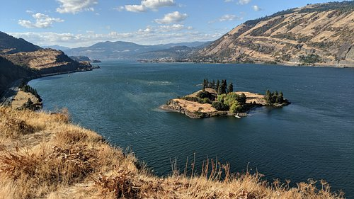 This is the Columbia River Gorge in Oregon as seen from the Mosier Twin Tunnels biking trail. #TBIN