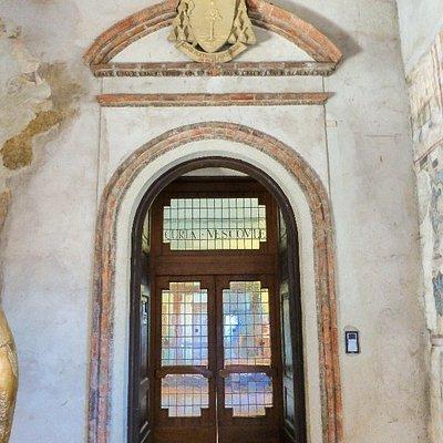 Acceso al Palacio Episcopal