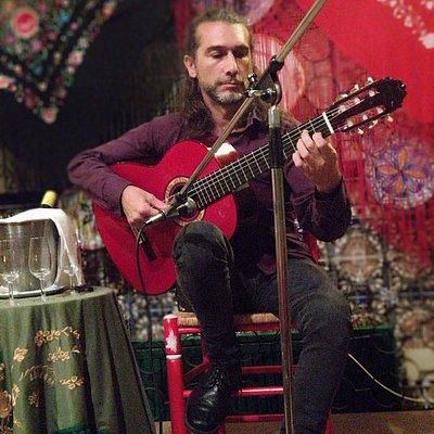 Arte flamenco puro, gran espectáculo de guitarra y cante flamenco local.