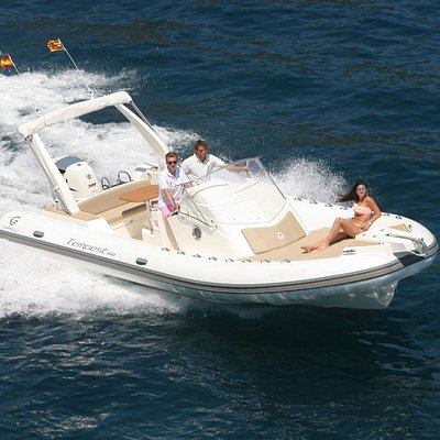 Bahia de Roses, alquiler de barcos con o sin licencia en Boats Mediterrani - Capelli Tempest 850