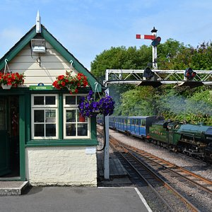 Northern Chief arrives at Hythe Station