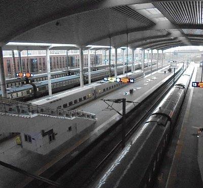 哈爾濱西駅プラットフォーム、長春位向けてGO....