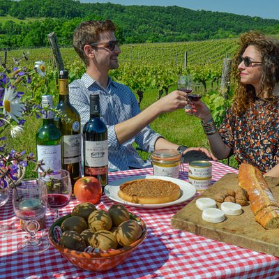 Gourmet picnic with Cahors wine tasting / picture by Segolène Chassain