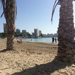 Albufereta beach in October on a Monday morning.
