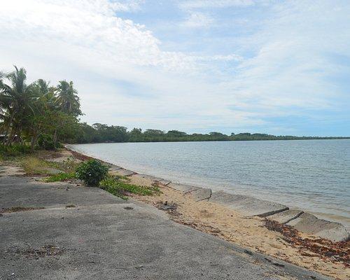 Saweni - Resti di cemento fino in mare