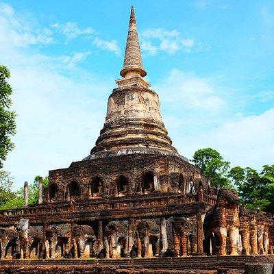 "Wat Chang Lom วัดช้างล้อม 17.431536 N, 99.785687 E (17°25'53.5""N 99°47'08.5""E)"