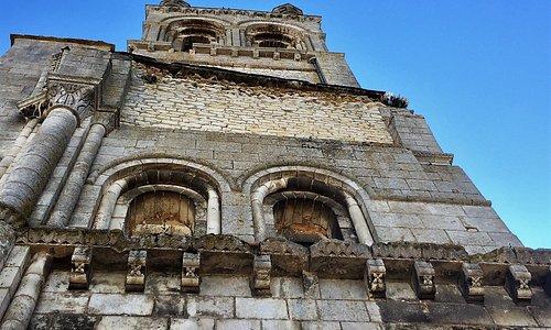Un musée, une abbaye, et un plus, l'accès aux cryptes de l'église Saint-Etienne
