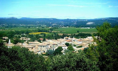 Vue de Lézan petit village médiéval aux abords du Gardon
