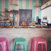Cafeteria - Pasteleria de estilo vintage, dónde podrás disfrutar de riquísimos crepes caseros, t