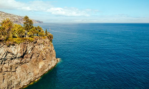 Deep endless blue, is Madeira a place that you would like to visit? #madeiranowordsneeded #visitmadeira #madeiraisland #nature #sea #lifestyle #island
