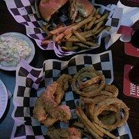 Cheeseburger / fries, 4 strips / coleslaw/o rings
