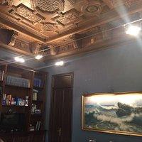 Интересная вилла) можно увидеть всего 4 комнаты) все ухоженно и отреставрировано