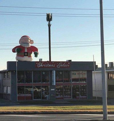 can't miss Santa!