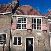 "The historic ""Zakkendragershuisje"" in Delfshaven"