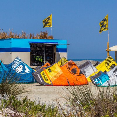 Kites in front of the station