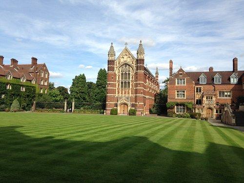 Cambridge University's Selwyn College chapel and yard, est. 1882