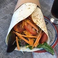 Wrap steack haché cheddar salade tomate oignon carotte sauce burger, EXCELLENT !