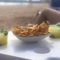 Muy buen mojito y totopos espectaculares con guacamole hecho en el momento