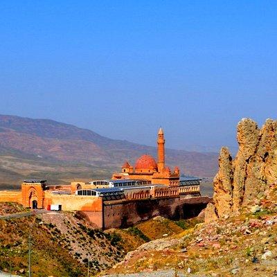 İshak Paşa Sarayı ve kale