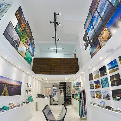 Galeria de Arte com foco na fotografia de Florianópolis.