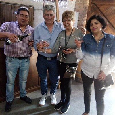 Disfrutamos muchísimos el tour de bodegas 1/2 dia. Visitamos hermosos lugares, aprendimos del vino y sobre la Oliva. Súper recomendable!!!!