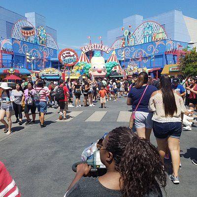 Approaching krustyland's carnival Games area