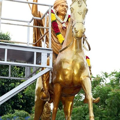 First Freedom Fighter of Tamilnadu - Dheeran Chinnamalai Statue. It is located in Heart of Chennai - Guindy bus depot, Anna Salai