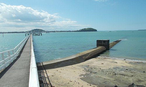 "The ""long pier"" (about a 5-min walk) just outside the Aquarium"