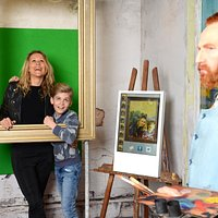 Vincent van Gogh is waiting for you to paint your portrait!