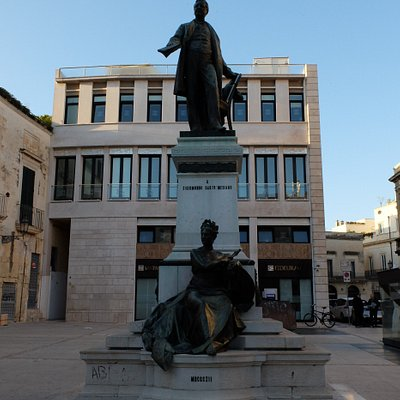 памятник Сигизмунду Кастромедиано