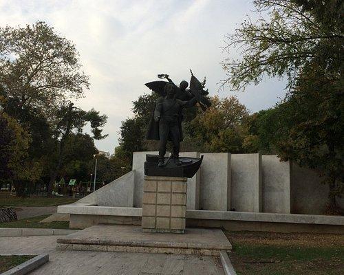 Μνημείο Εμμανουήλ Παπά