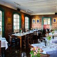 Cozinha internacional, pizzas artesanais, grande seleção de vinhos no ponto mais charmoso de Ouro Preto.