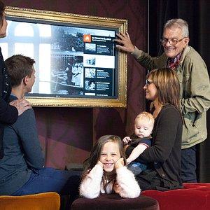 Tidslinjen är en av våra interaktiva utställningar.