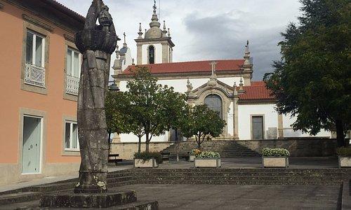 Pelourinho with the Parochial Church behind it