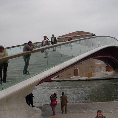 Venezia, ponte di Calatrava, attenti a non inciampare