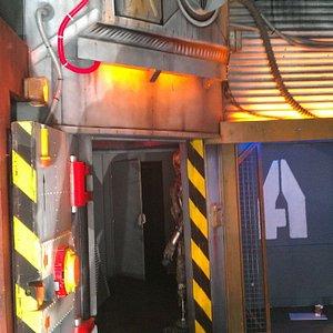Notre salle d'équipement, où 30 gilets sont disponibles et où les règles de jeu et de sécurité vous sont expliqués clairement !