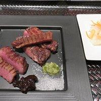 そのままでも美味しいが、味噌南蛮、岩塩、わさびと味のバリエーションが楽しめる。肉は100グラム。
