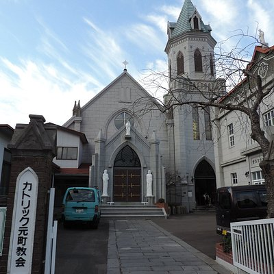 カトリック元町教会正門から