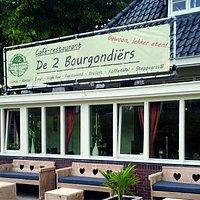 Voorzijde De 2 Bourgondiërs Nu met heerlijke loungebanken!