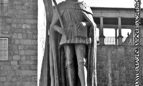 Estátua ao Rei Dom Duarte, Praça Dom Duarte, Viseu, Portugal