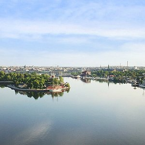 With views over Gamla Stan, Skeppsholmen, Djurgården and Stockholm's inlet, our historical buildings are right on the edge of the lively SOFO area of Södermalm. We have 38 hotel rooms, with four room categories. Everything from the simplest standard with shared WC and shower to large, modern rooms.