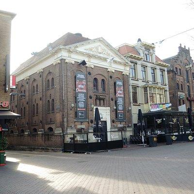 zeer mooie terrassen, diverse cafés en restaurent